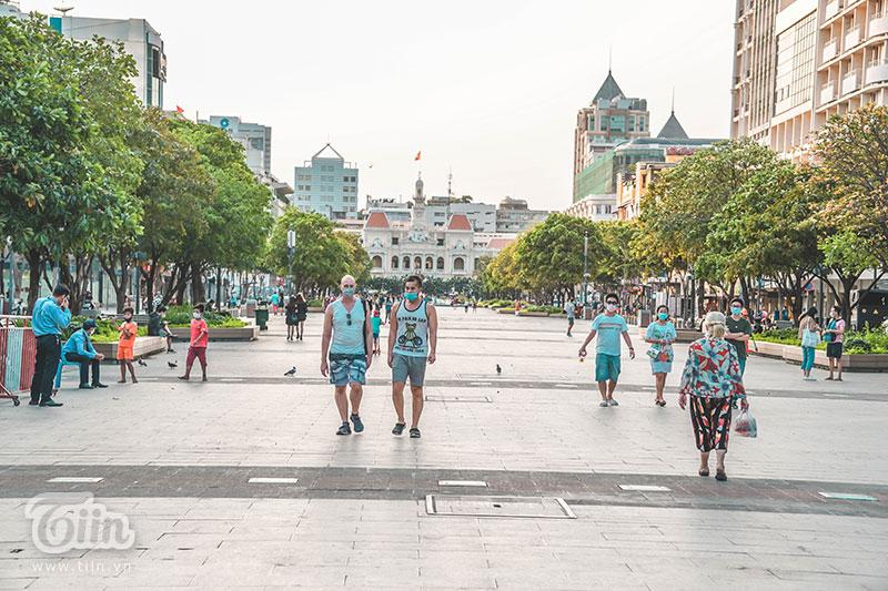 Công viên và phố đi bộ Nguyễn Huệ là 2 tụ điểm có đông người ghé tới.