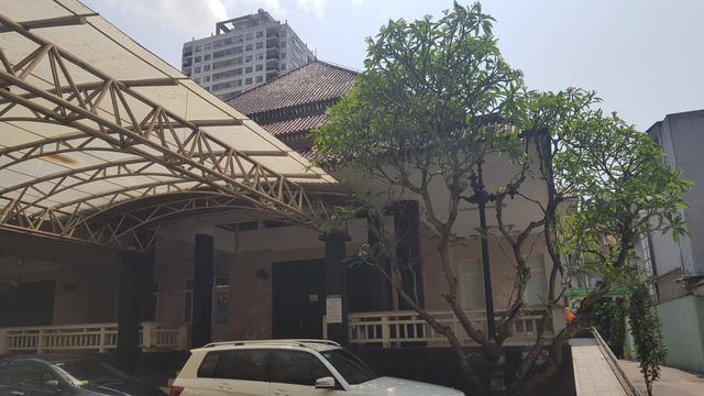 Từ khi có dịch COVID-19, nhà tang lễ Bệnh viện Bạch Mai đóng cửa. Hiện bệnh viện thay đổi mô hình, ký hợp đồng với các đơn vị chuyên tổ chức tang lễ của thành phố. Nhà tang lễ của bệnh viện sẽ không kèn trống nữa.