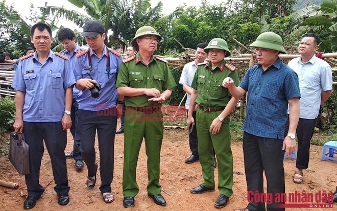 Đại tá Tráng A Tủa, Phó Giám đốc Công an tỉnh Điện Biên có mặt tại hiện trường, trực tiếp chỉ đạo công tác điều tra.