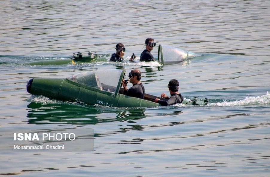 Binh sĩ hải quân Iran đang thao tác hoạt động một tàu trinh sát. Ảnh: iswnews
