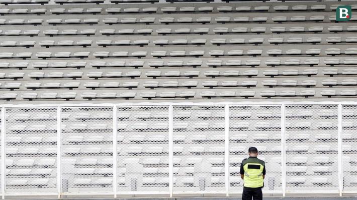 Sân đấu không mở cửa cho khán giả ở trận PSM Makassar gặp FC-Iloilo tại vòng loại AFC Cup 2020 trên sân vận động Madya, Jakarta hồi tháng 3. Sau đó, bóng đá Indonesia đã phải tạm dừng mọi hoạt động vì dịch Covid-19 và hiện vẫn chưa thể ấn định ngày trở lại.
