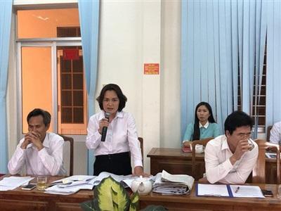 Bà Phạm Thị Bích Thủy - chánh án TAND tỉnh Bình Phước trả lời cuộc họp báo