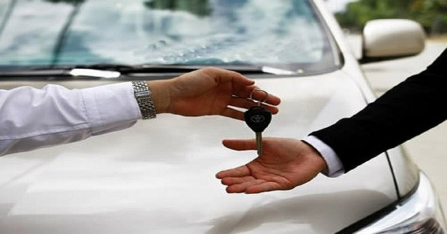 Cơ quan, tổ chức cho thuê xe ô tô công sẽ bị phạt tiền từ 10 - 20 triệu đồng. Hình minh họa