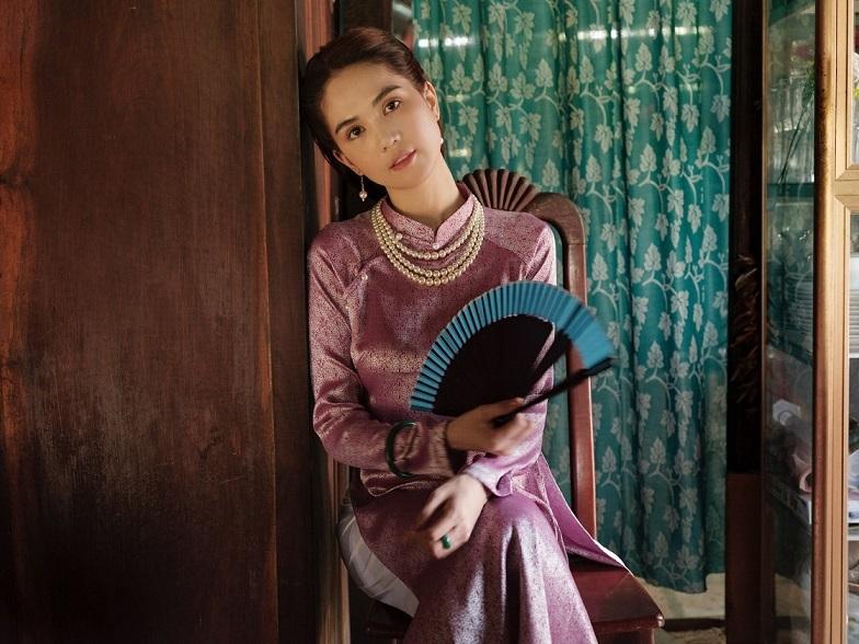 Ngọc Trinh vào vai Thu Hà trong MV của Chi Pu.