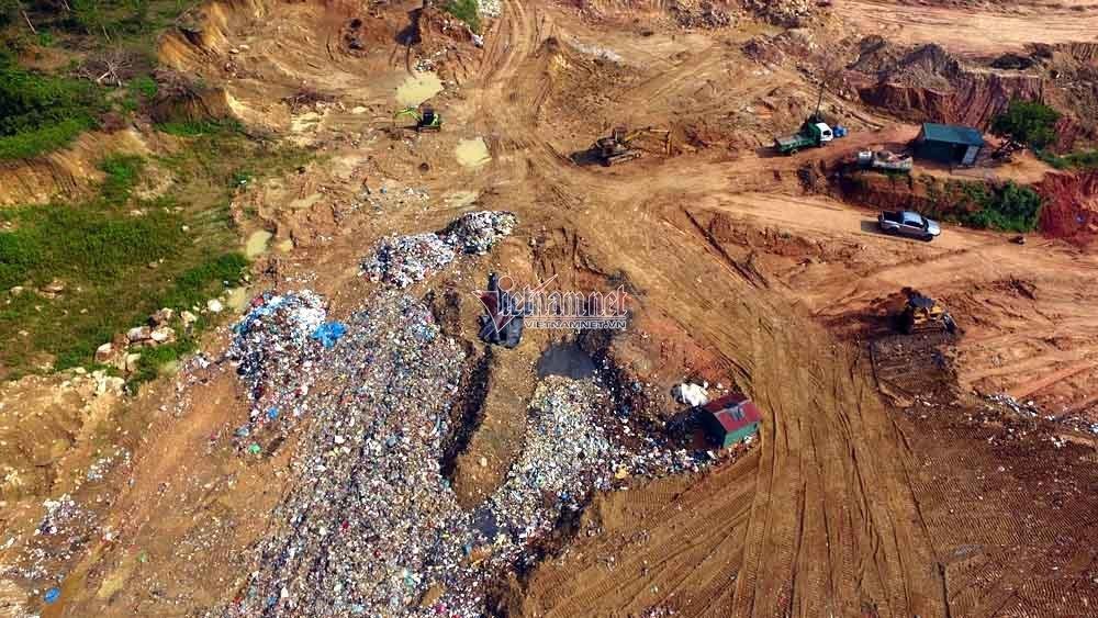Rác thải của TP Vĩnh Yên chất đống trên núi Bông
