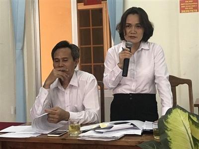 Hai trong ba thẩm phán xử vụ ông Lương Hữu Phước tại buổi họp báo sáng 30/5. Ảnh: PLO