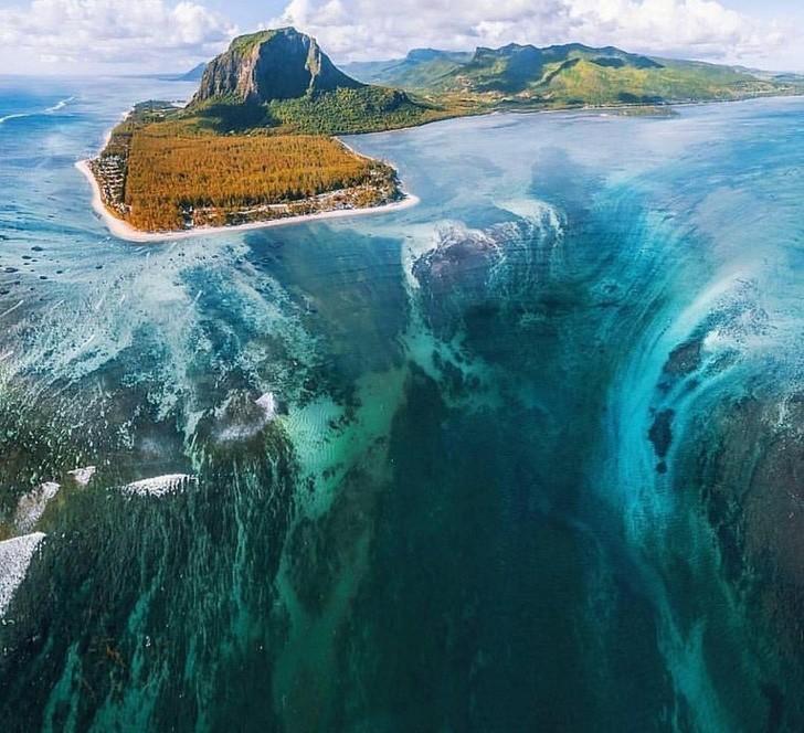 Thác nước dưới đáy biển!