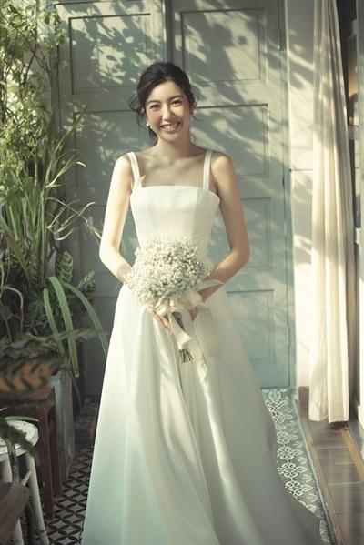 Cả hai đăng ký kết hôn vào cuối tháng 5/2020 và dự định tổ chức hôn lễ trong hai tháng tới sau thời gian hoãn vì dịch. Đôi uyên ương đã đặt tiệc ở một khách sạn lớn, mong muốn đám cưới ấm cúng, riêng tư bên những người thân thiết.