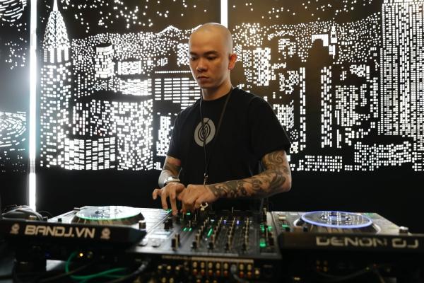 Có thể nói DJ Tommy là hình tượng đại diện cho giới DJ tại Việt Nam.