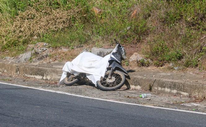Xe máy phạm nhân Triệu Quân Sự vứt lại tại đèo Hải Vân. Ảnh: Tiền Phong