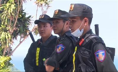 Hàng trăm chiến sỹ bộ đội, công an được điều động đến đèo Hải Vân để truy bắt phạm nhân vượt ngục nhưng vẫn chưa có kết quả.