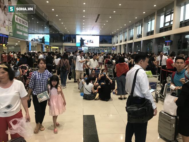 Sự cố khiến hoạt động của sân bay Tân Sơn Nhất phải tạm dừng.