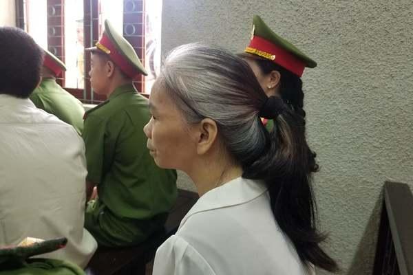 Bị cáo Bùi Thị Kim Thu với mái tóc bạc tại tòa