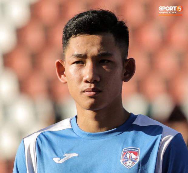 Nguyễn Hai Long sinh năm 2000, được HLV Phan Thanh Hùng đôn lên đội 1 Than Quảng Ninh năm thứ hai liên tiếp. Anh thi đấu ở vị trí tiền vệ trung tâm nhưng sở hữu thân hình khá thấp bé, chỉ cao 1m68, nặng 62 kg. Ảnh: Hiếu Lương.