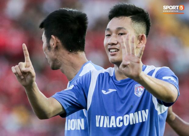 Cơ hội được thi đấu chính thức đến với Hai Long sau khi tiền vệ đàn anh Hải Huy gặp chấn thương nặng tại vòng 3 V.League 2020, phải nghỉ thi đấu dài hạn. Anh đã được đá chính 2 trận liên tiếp tại V.League mùa này, trong đó có trận thắng 1-0 trước Hải Phòng chiều 17/6.