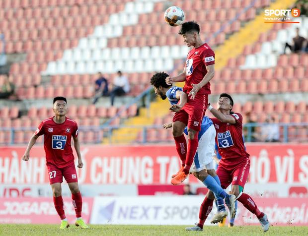Ở trận này, Hai Long vẫn thi đấu ổn định nhưng cặp tiền đạo ngoại binh của Than Quảng Ninh lại bị khoá chặt, bắt bài nên thi đấu kém hiệu quả.