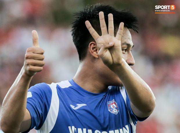 Tuy nhiên, Than Quảng Ninh vẫn giành chiến thắng tối thiểu 1-0 ngay tại SVĐ Lạch Tray. Bàn thắng được ghi nhờ cú đá phản lưới nhà của trung vệ Adriano Schmidt. Hồng Quân và đồng đội giơ tay với ký hiệu số 14 để tri ân Hải Huy vừa gặp chấn thương nặng.