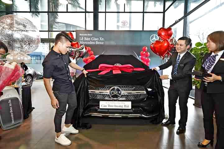 Dân mạng bỗng chia sẻ mạnh clip Quang Hải 'nhún nhảy' trên chiếc xe Mercedes mới mua giữa lùm xùm bị hack Facebook lộ tin nhắn riêng tư