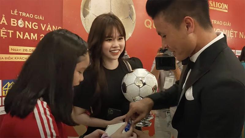 Huỳnh Anh xuất hiện cùng Quang Hải tại sự kiện lớn của làng thể thao.