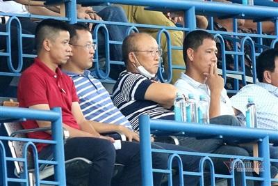 nhưng có thông tin cho biết ông Park đang thuyết phục chân sút kỳ cựu này trở lại tuyển Việt Nam