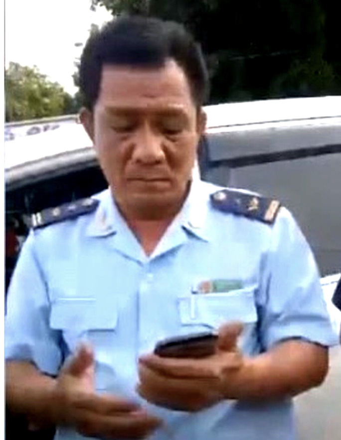 Ông Mai Như Vệ Phó Chi cục trưởng Chi cục Hải quan cửa khẩu Hoàng Diệu, bị tạm đình chỉ công tác để điều tra liên quan đến vụ tai nạn chiều 27-6