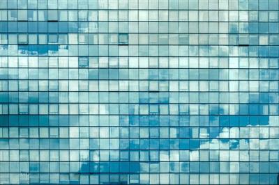 Những mặt kính phản chiếu từ các toà nhà cao tầng như thế này từ lâu đã là hình ảnh vô cùng quen thuộc ở Sài Gòn.
