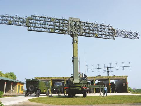 Bảo quản radar RV-02 và P-18M tại Trạm Radar 61, Trung đoàn 291, Sư đoàn phòng không 365. Ảnh: Quỳnh Vân, Báo PK-KQ