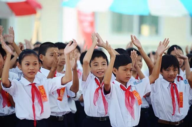 Từ 1/7, học sinh tiểu học không phải đóng học phí.