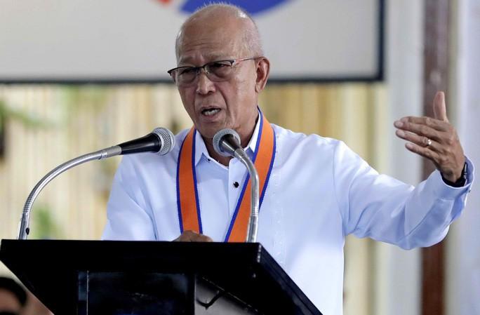 Bộ trưởng Quốc phòng Philippines Delfin Lorenzana. Ảnh: AP