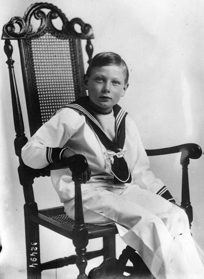 Hình ảnh hiếm hoi của Hoàng tử John khi lớn lên.