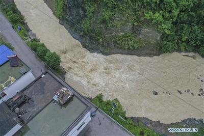 Nước sông ở sông thuộc Kiềm Giang, Trùng Khánh, Trung Quốc. Ảnh: Tân Hoa Xã