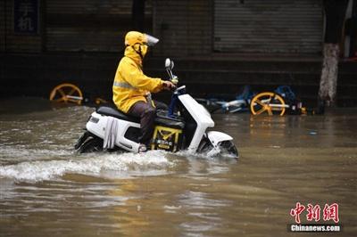 Ngập lụt ở thành phố Côn Minh, tỉnh Vân Nam, tiếp giáp với Việt Nam. Ảnh: Chinanews.