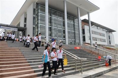 Trường THCS chuyên Hà Nội - Amsterdam và trường THCS chuyên Trần Đại Nghĩa (TPHCM) không phải là trường chuyên.