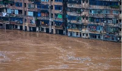 Lũ lụt nghiêm trọng ở khu dân cư thuộc tỉnh Trùng Khánh, Trung Quốc. Ảnh: Tân Hoa Xã