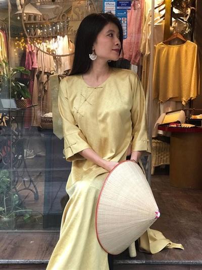 Được biết, hiện nay chị đang làm kinh doanh và thiết kế mẫu thế thời trang chuyên về lụa.