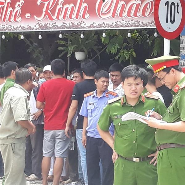 Lực lượng chức năng lấy lời trình báo của nhân chứng là những người dân.
