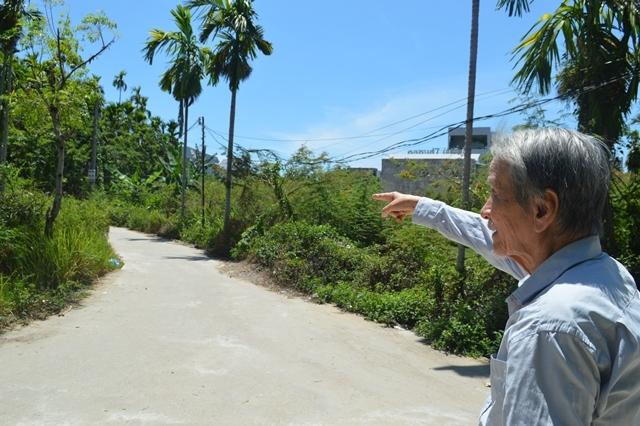 Đường bê tông sạch đẹp được làm nên từ hàng trăm m2 đất hiến tặng của ông Tạ Phơ
