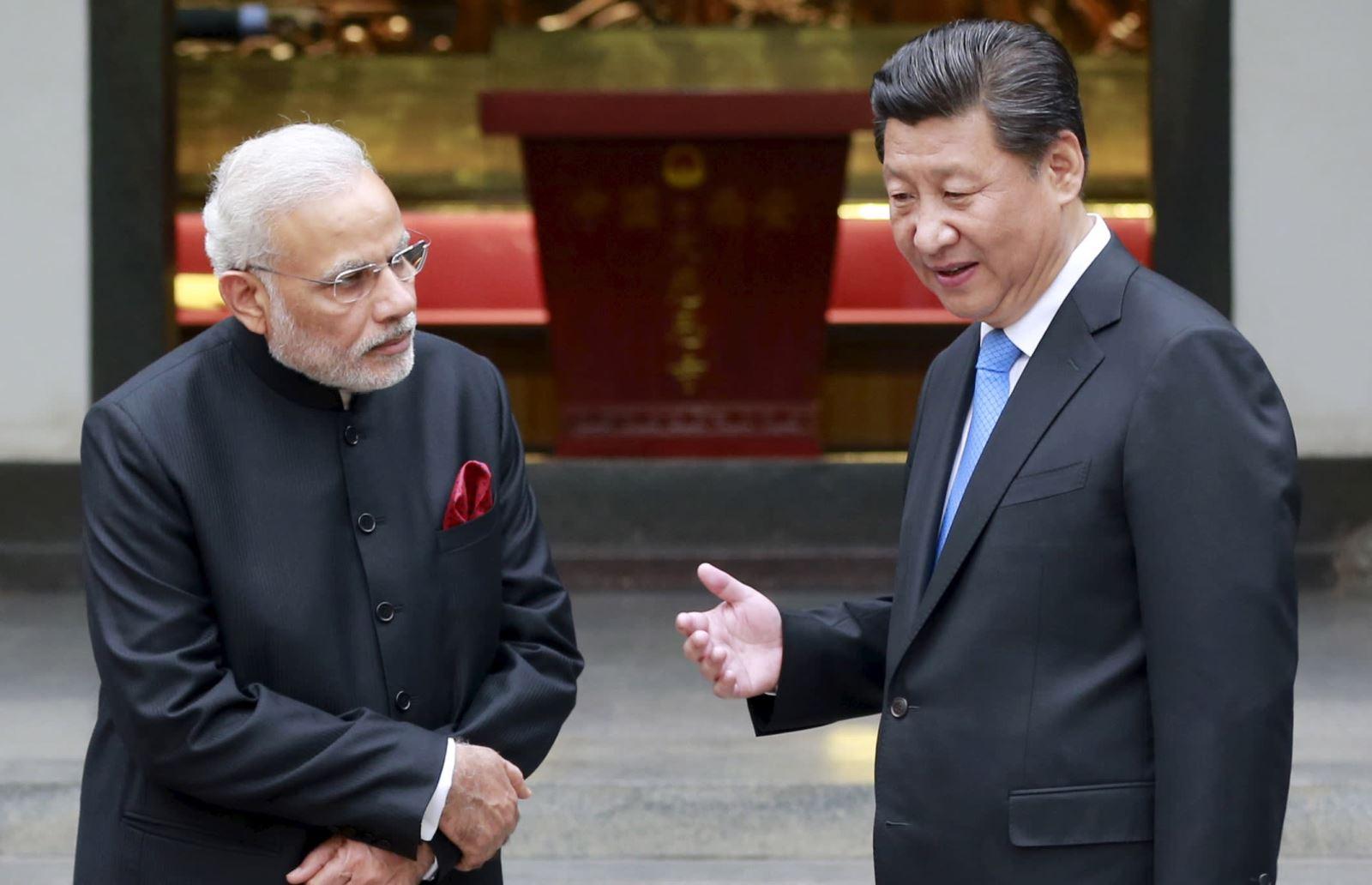 Thủ tướng Ấn Độ Narendra Modi (trái) và Chủ tịch Trung Quốc Tập Cận Bình. Ảnh: AFP