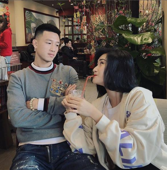 Khoảnh khắc tình bể bình của tiền vệ Huy Hùng và vợ sắp cưới xinh như hotgirl