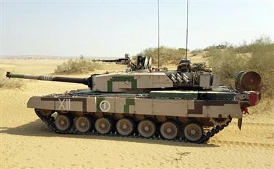 Xe tăng Ajun mà Ấn Độ tự chế tạo vừa ra đời đạ bị đnahs giá là lạc hậu.