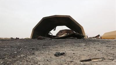 Sân bay Al-Watiya sau vụ không kích của máy bay lạ hôm 5/7. Nguồn: Sina.