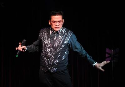 MC Thanh Bạch luôn có cách biến hóa riêng trên sân khấu.