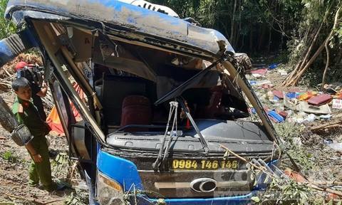 Lực lượng công an phải khoan xe để đưa nạn nhân ra ngoài