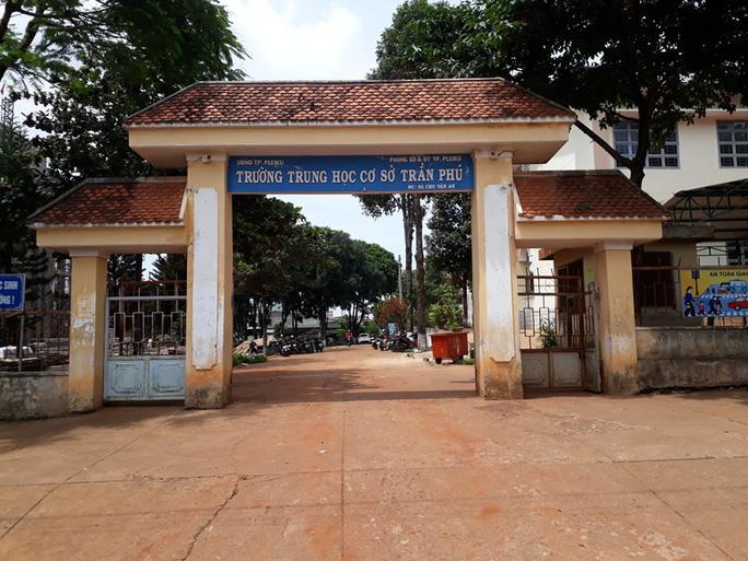 Nhân viên thư viện trường THCS Trần Phú bị tình nghi mang đề thi về nhà nên đề thi bị phát tán cho nhiều người