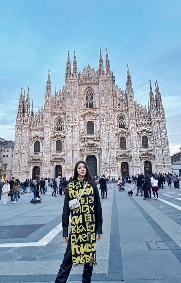 Tháng 2/2020, Jolie Nguyễn đã cùng mẹ đi du lịch 1 lúc 5 nước tại Châu Âu, bao gồm Pháp, Đức, Áo, Thụy Sĩ và Ý.