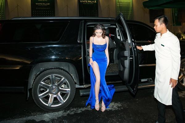 Một dịp khác, khi đi làm giám khảo, Jolie Nguyễn lại gây chú ý với chiếc xe Cadillac tiếng tăm giá trị hơn 10 tỷ VNĐ.