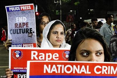 Người Ấn Độ biểu tình phản đối tội ác tình dục hồi tháng 12-2019. Ảnh: AP