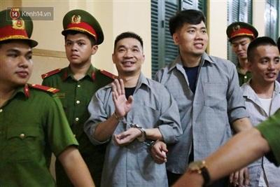 Văn Kính Dương khai báo từng đào tẩu khỏi trại giam bằng cách trùm mền để khỏi bị điện giật.