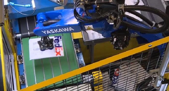 FedEx sử dụng robot trong việc sắp xếp các gói hàng