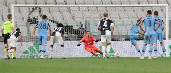 Vùng lên ở những phút cuối, Lazio chỉ có thể gỡ lại 1 bàn từ chấm phạt đền ở phút 83 do công của Immobile.